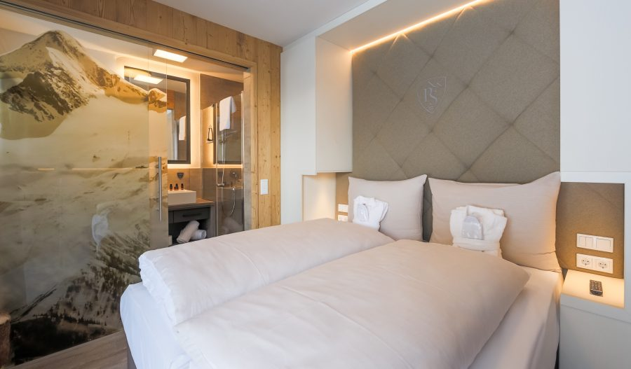 Stockinggut Avenida Leogang impressie slaapkamer en-suite