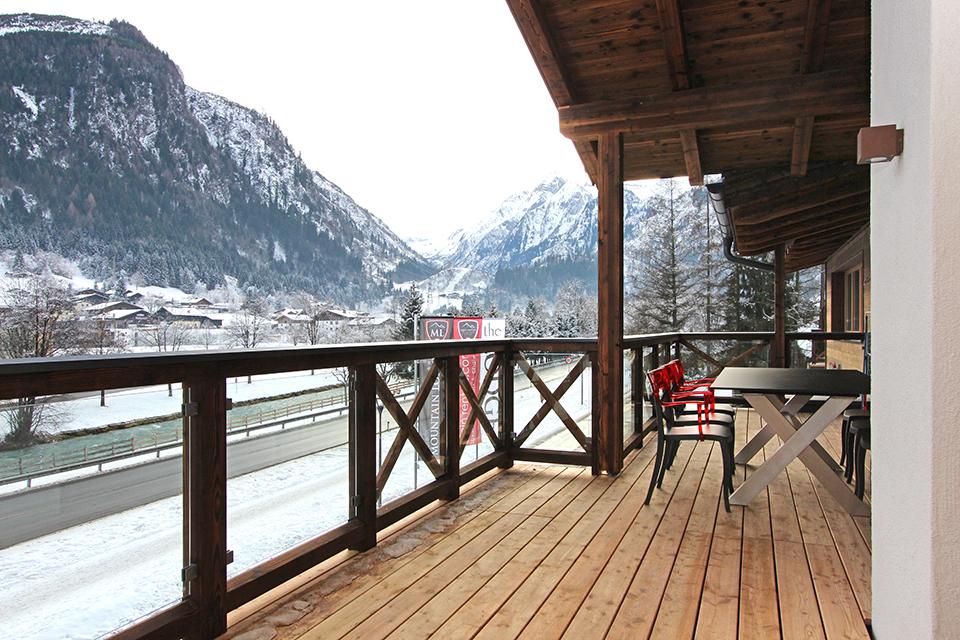 Kaprun appartementen balkon uitzicht Kitzsteinhorn